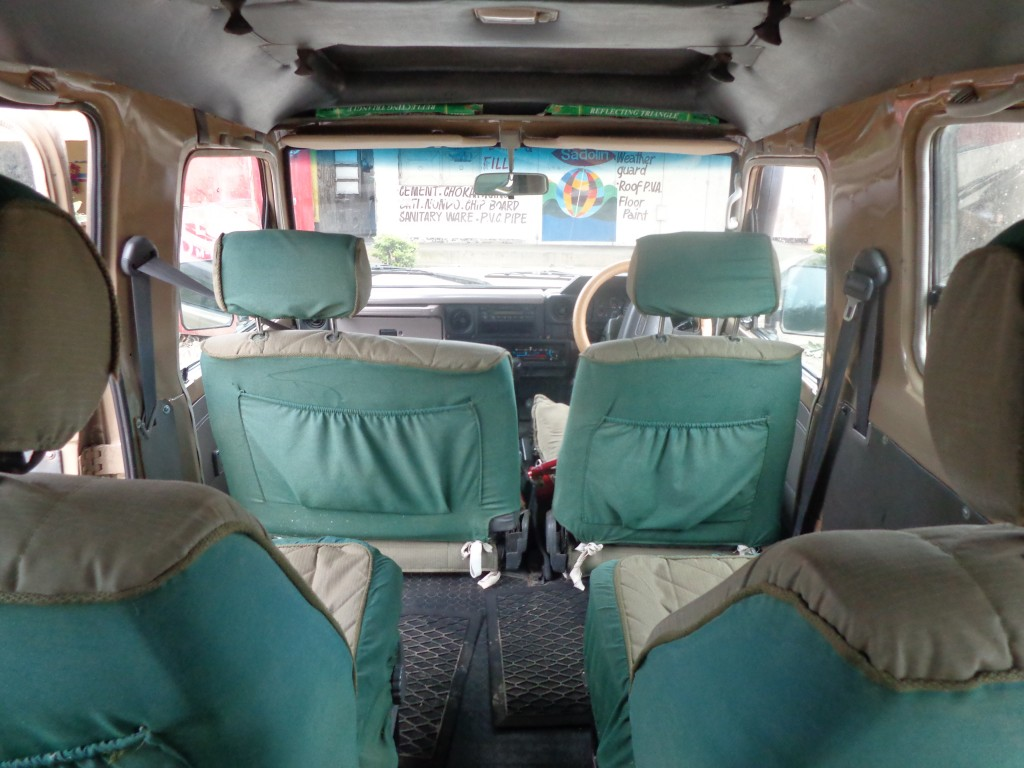 Land Cruiser 4 plazas. Vista interior. Por Udare