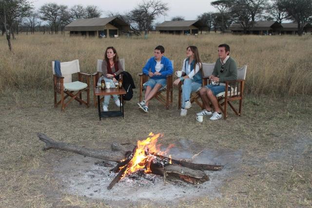 Serengeti, hoguera, conversación y cervecita ¿algo más?. Por Juan V.