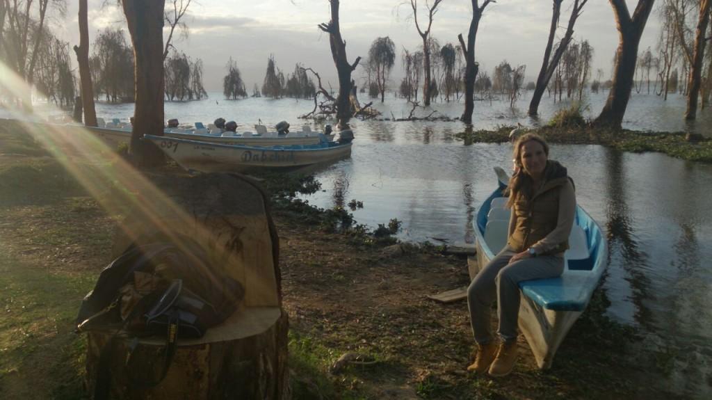 María en la embarcación del lago Naiavasha. Por María J.