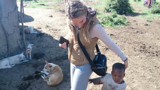 Visitando poblado masai. Por María J.