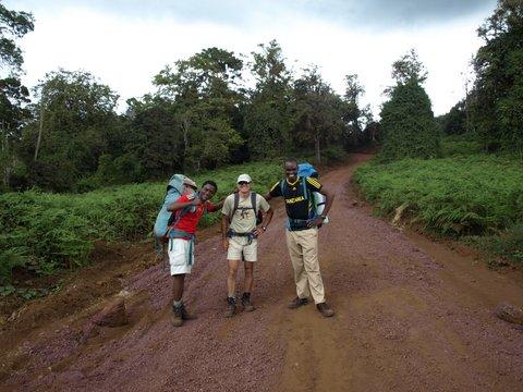 Javier con Abdul y Eli. Por Javier P.