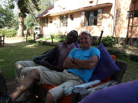 Javier con Gregory un poco de relax. Por Javier P.