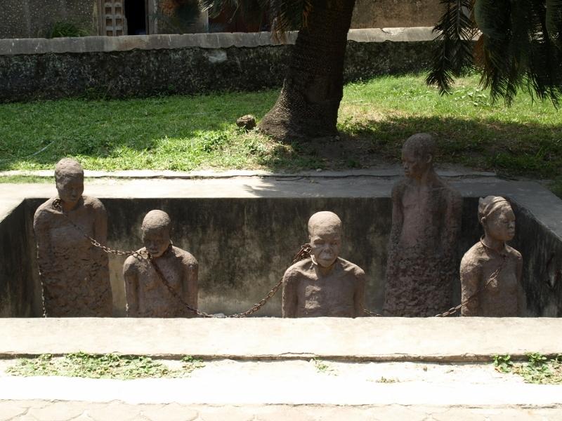 Monumento que representa la forma de venta de los esclavos. Por Udare