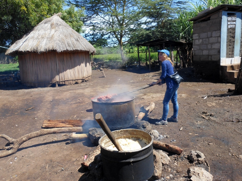 Preparando comida local. Por Raquel