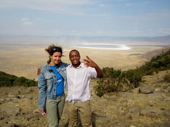 Pillareta acompañada de su guía en Ngorongoro. Por Pillareta