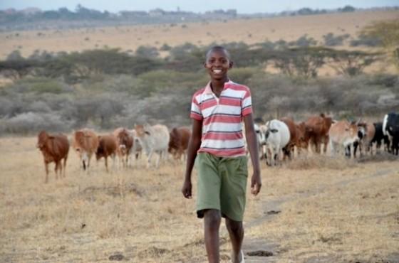 Richard Turere con su ganado. Por National Geographic