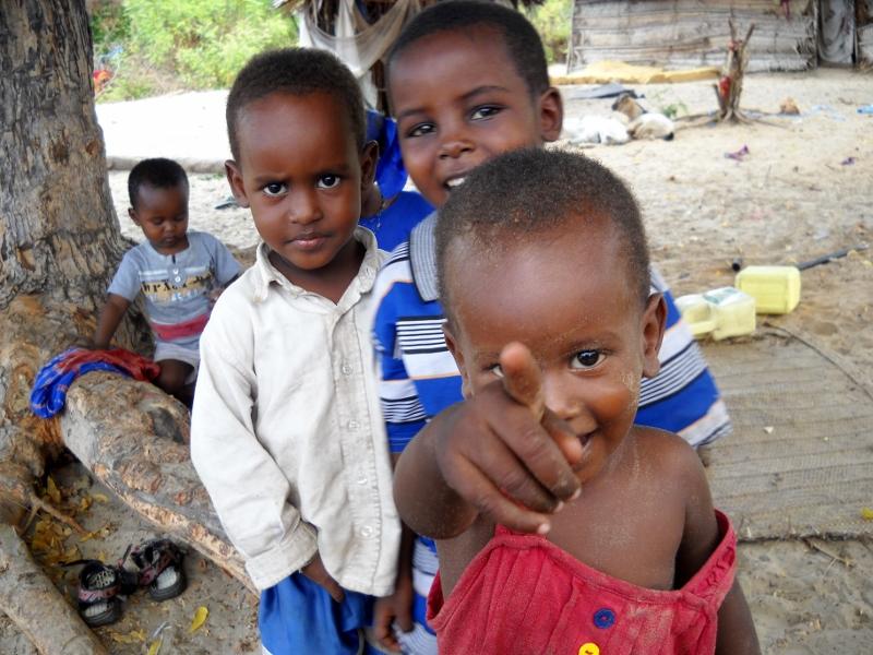 Niños y niñas. Por Afrikable