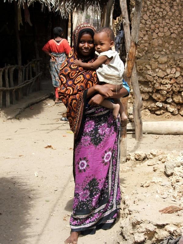 Mujer swahili vestida con kanga. Por wikipedia