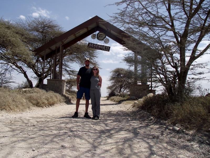 En la puerta Naabi de Serengeti. Por Lucía