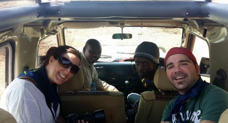 Marta, Godwin, Bruno y Rubén en el Land Cruiser. Por Marta