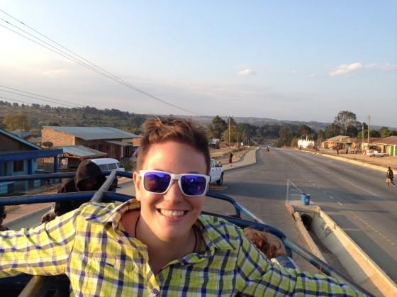 Marta de camino a Iringa. Por Marta