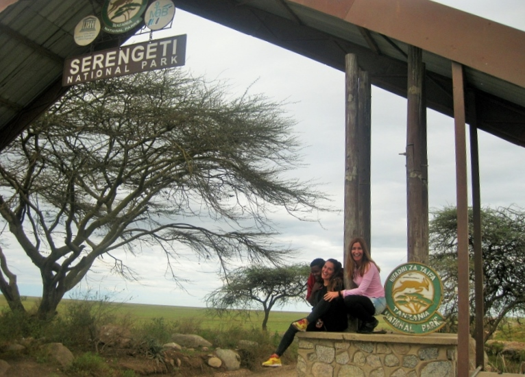 En la puerta de Naabi de Serengeti. Por Mar