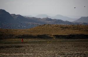 Flamencos y pastores masai habitan el lago Natron. Por Santiago