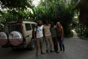 Santiago, Eli, Bruno y Carmen en Arusha. Por Santiago