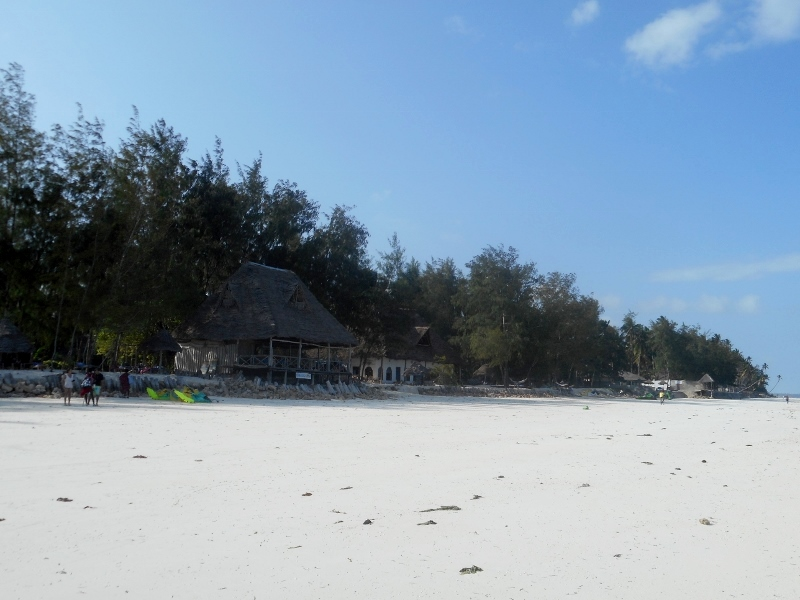 Playa del alojamiento Ndame Beach. Por Eduardo