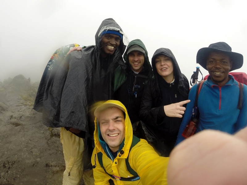 Eli y Felisian, los guías de Kilimanjaro, parte de la familia. Por Carlos