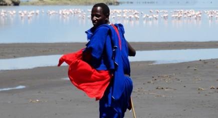 Guía masai en el lago Natrón. Por Udare