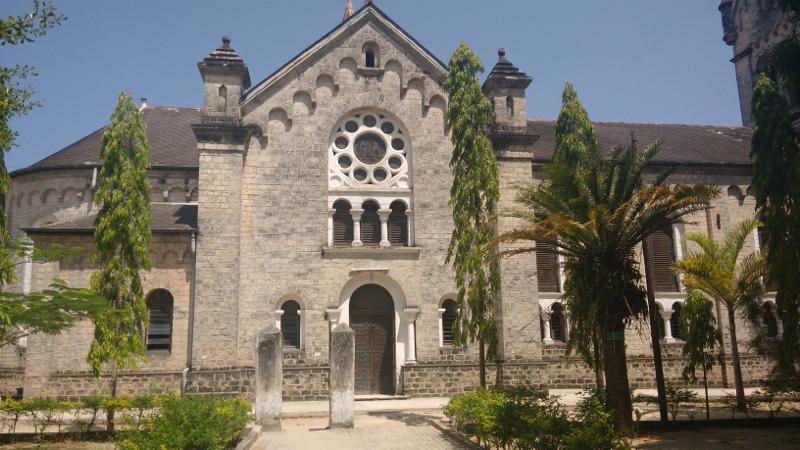 Primera iglesia católica de África del este. Por Udare