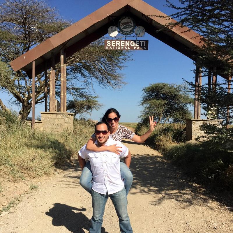 En la entrada de Serengeti, puerta Naabi. Por Mariana