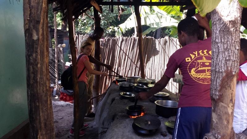 Aprendiendo a cocinar comidas tanzanas. Por Encarna