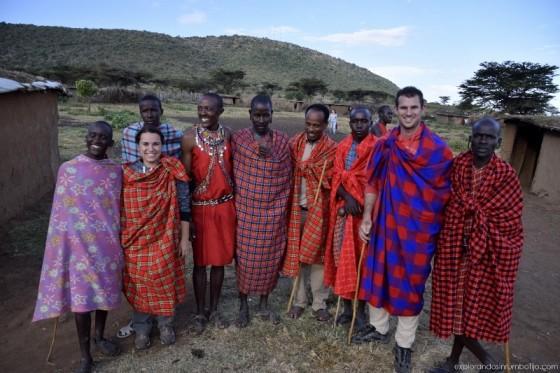 Azahara y Ed en el poblado masai. Por Azahara