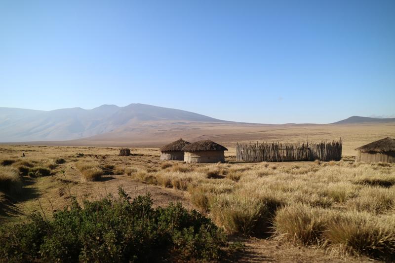 Poblado masai de camino a la caldera del Empakai. Por Toni