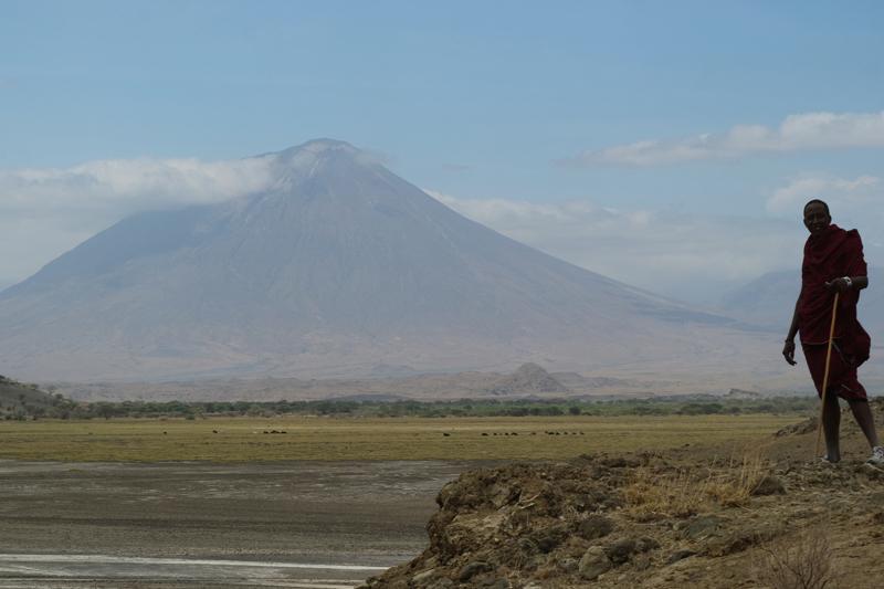 Nuestro guia masai nos pide posar para una foto. Por Toni