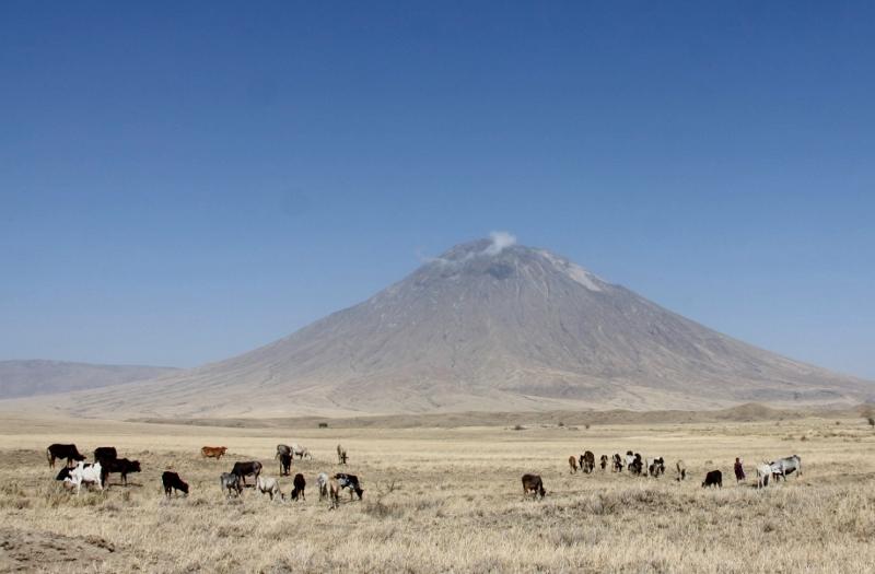 Majestuosa Ol Doinyo Lengai, la montaña sagrada de los masais. Por Francisco