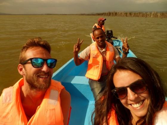 Cynthia y Javier en el lago Naivasha con Humprey. Po Cynthia