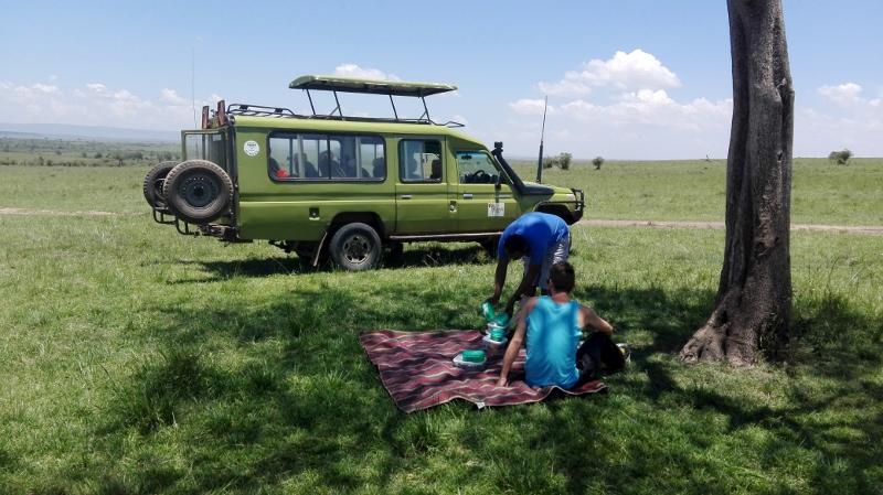 Preparando la comida en Masai Mara. Por Cynthia