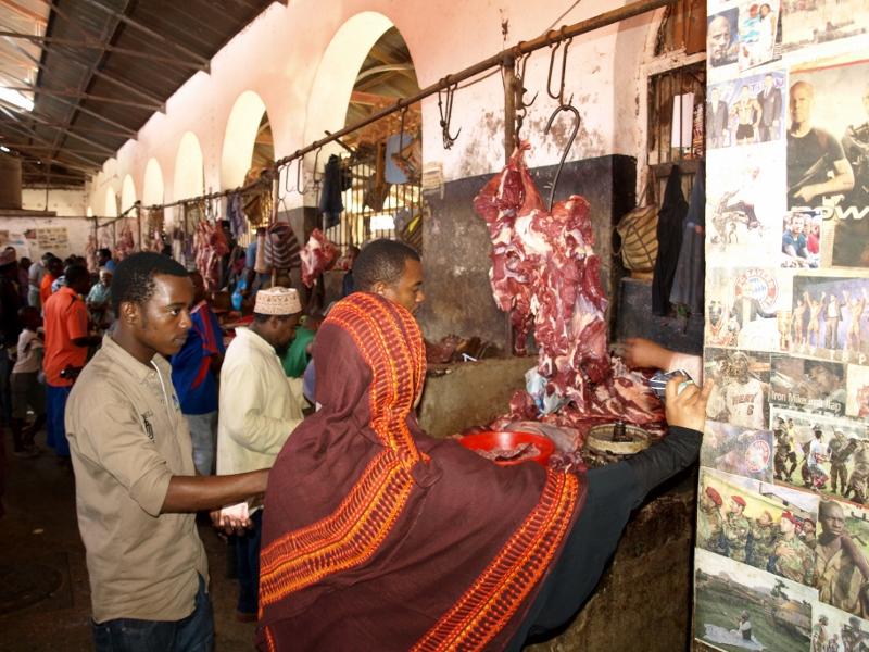 Puesto de carne en el mercado. Por Udare