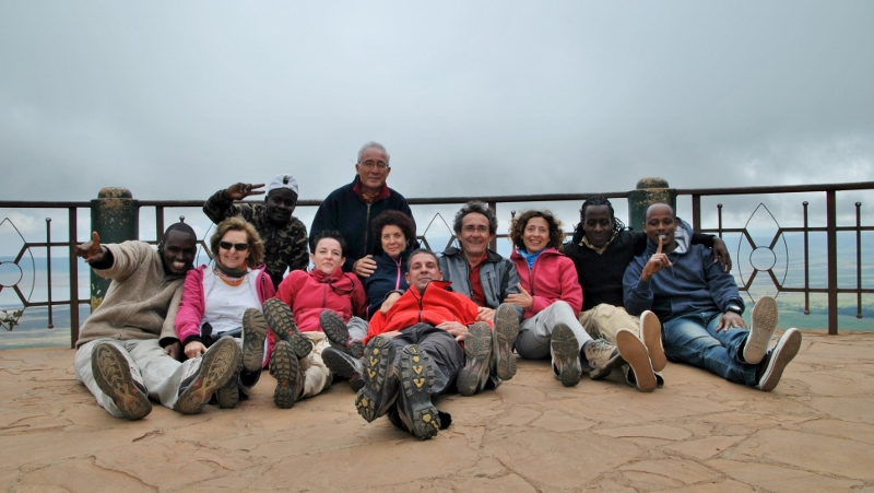 Foto con el equipo en Ngorongoro. Por Gemma