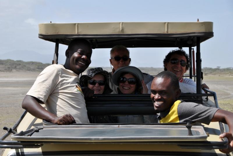 Foto de equipo en el coche con Idi y Eli. Por Gemma