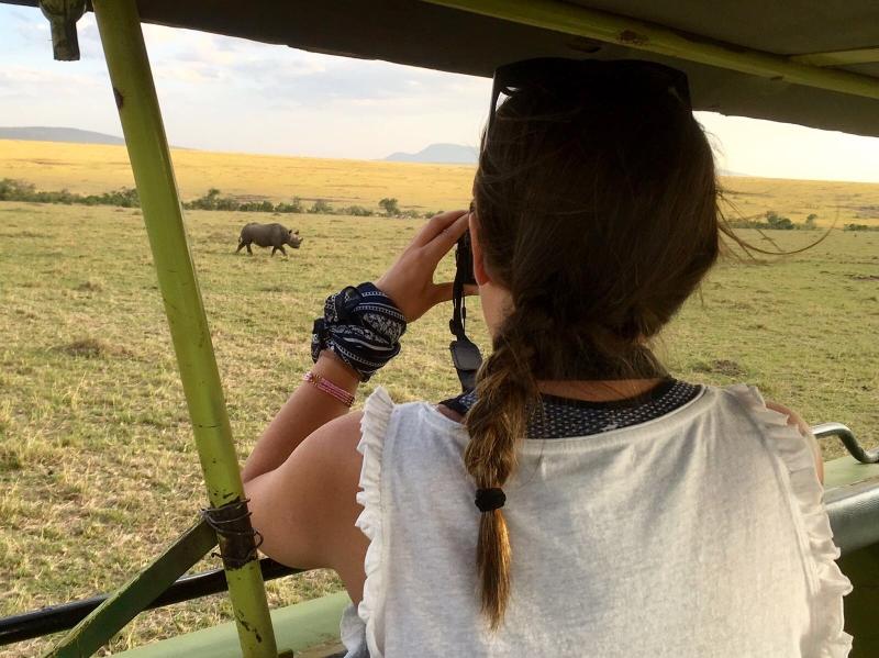 Contemplando el rinoceronte en Masai Mara. Por Paula