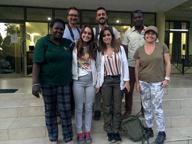 Foto de grupo en Arusha. Por Ann