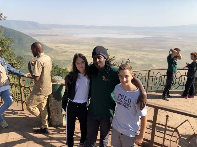 Con Bruno en el mirador de Ngorongoro. Por Francesc