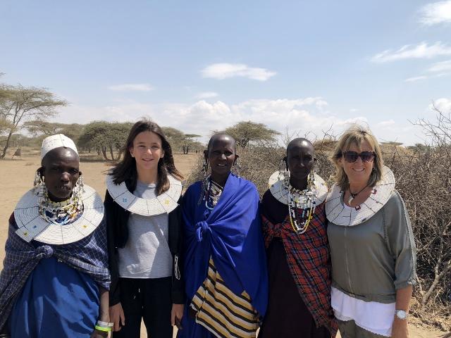 Visitando un poblado masai. Por Francesc