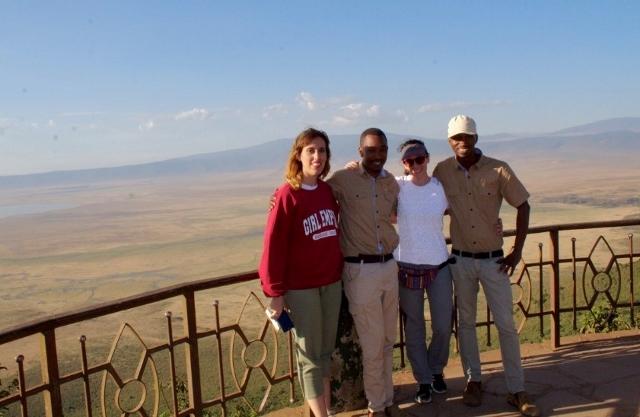 Vista panoramica en el crater del Ngorongoro con Paul y Joshua. Por Noelia
