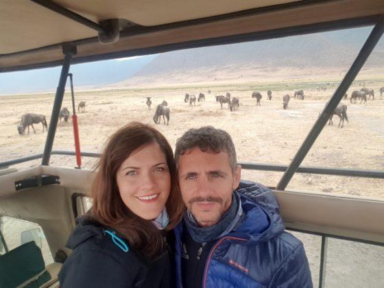 María y Marcos disfrutando en Ngorongoro. Por María