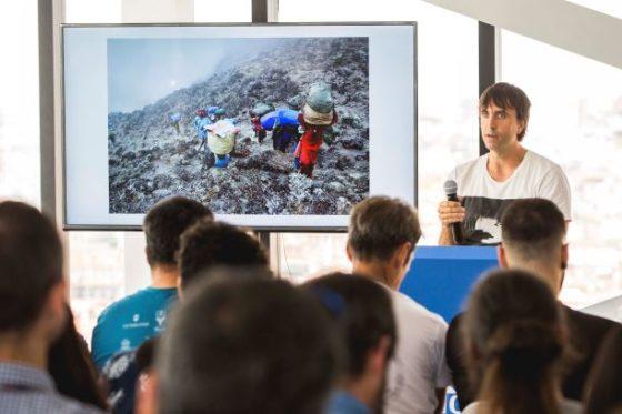 Aitor durante su intervención en el seminario de KLMvuelasostenible. Por KLM