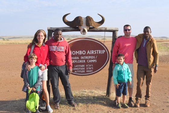 Foto de grupo en el aeropuerto de Masai Mara. Por Cristina