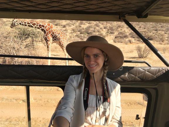María dentro del vehículo durante el safari. Por María