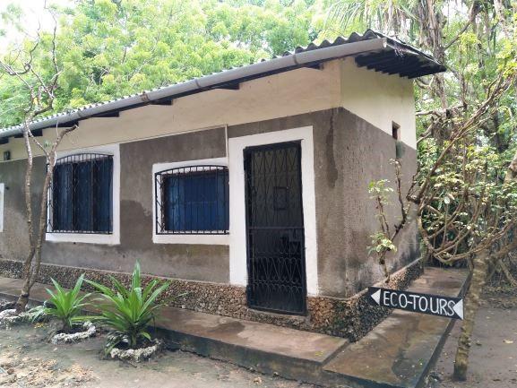 Ecotours en Colobus Conservation Center. Por Udare