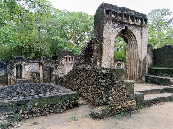 El palacio en Ruinas Gede. Por Udare