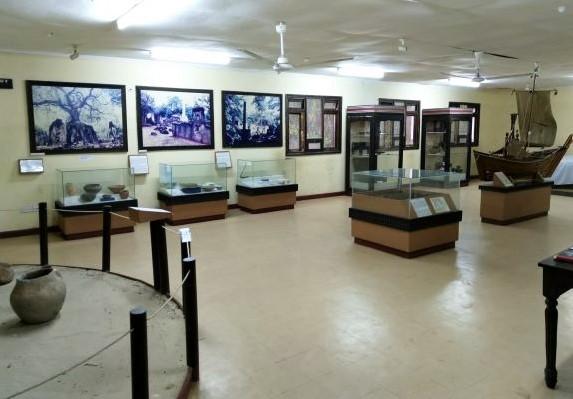 Interior del Museo en las Ruinas de Gede. Por Udare