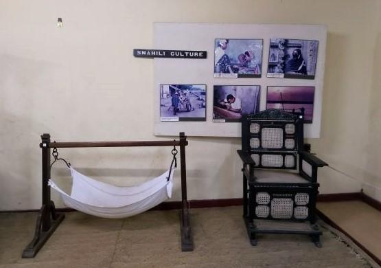 Reproducción del mobiliario en la cultura swahili, en el Museo de las Ruinas de Gede. Por Udare