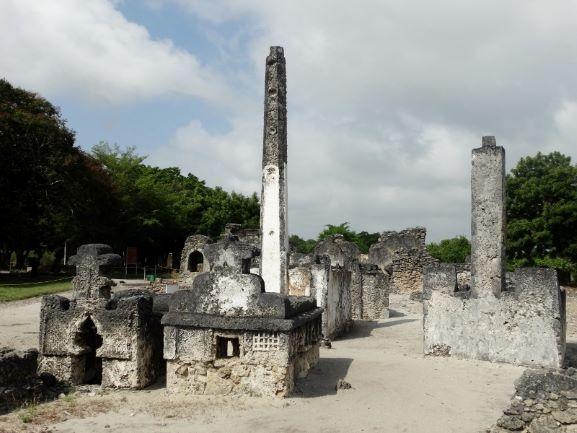 Ruinas de Kaole en Bagamoyo, Tanzania. Por Udare
