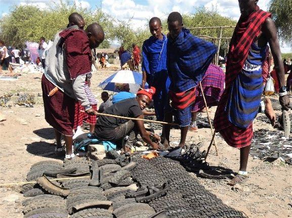 Feria masai en Mto Wa Mbu. Por Suso y Anabel