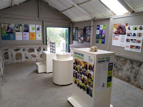 Interior del centro informativo de chimpancés de Ol Pejeta. Por Udare