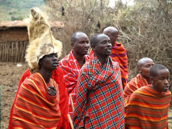 Masai con piel de león. Por Udare